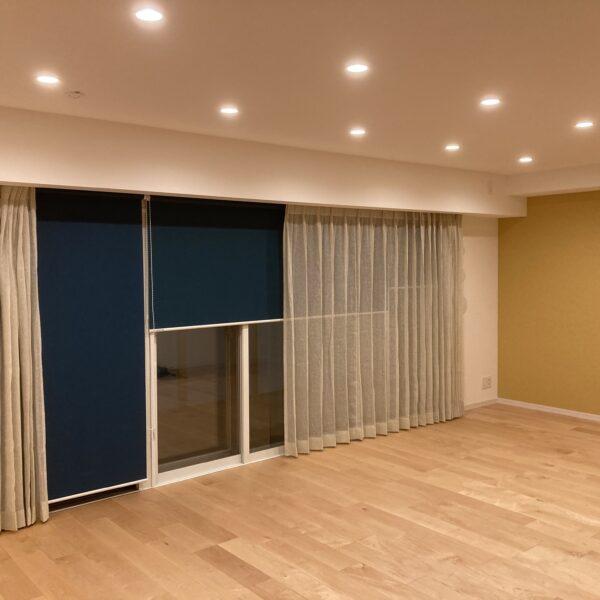 大きな窓をリネンカーテンで楽しむスタイル